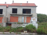 Field c/Unfinished Townhouse in Lourinhã