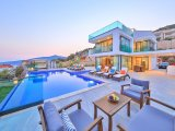 BEAUTIFUL FIVE BEDROOM LUXURY VILLA WITH UNINTERRUPTED SEA VIEWS