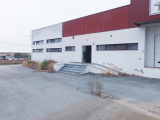 Warehouse located in the industrial area of Montoito.