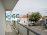 Building with 3 shops and two apartments in Ericeira - To debut