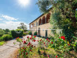 Elegant seventeenth-century villa with pool and park 4 km from the center of Lucca, Tuscany