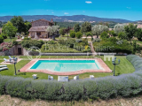 Beautiful farmhouse with pool and olive grove for sale in Tuscany