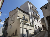 4 bedroom townhouse close to main piazza