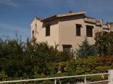 Large ground floor apartment with garden Baia del Carpino