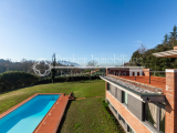 Prestigious villa with swimming pool for sale on the hill of Lucca, Tuscany