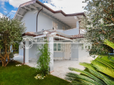 Exclusive villa just 1 km from the sea for sale in Forte dei Marmi, Tuscany