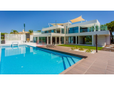 Impressive contemporary 4 bedroom villa with exquisite sea views in Vale do Lobo