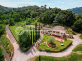 Prestigious estate for sale at the foot of the Lucca hills, Tuscany