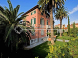 Villa for sale in Pietrasanta, Tuscany, a few steps from the historic center