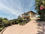 Villa with swimming pool for sale in the Pisa hills, Tuscany