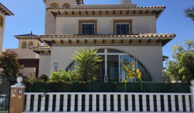 3 Bedrooms - Villa - Alicante - For Sale