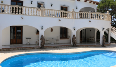 Villa in Moraira with 2 independent accommodations