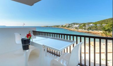 Apartment on the beach in Calo des Moro, San Antonio