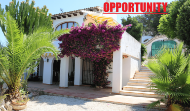 REDUCED! Villa in Moraira with 2 separate accommodations