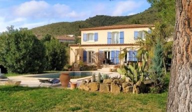 Beautiful Country House With 4 Bedrooms On 1100 m2 With Pool And Splendid Views !