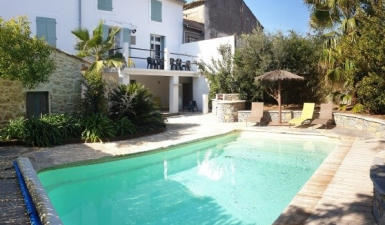 Nice Renovated Winegrower House With 210 m2 Of Living Space, Garage, Terrace, Garden And Pool.