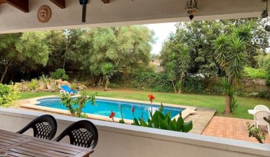 Charming villa with beautiful garden, pool and tourist license
