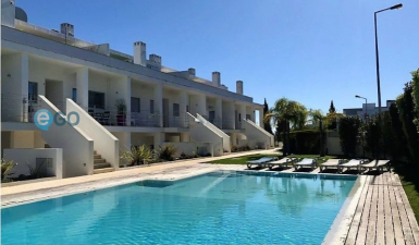 2 bedroom apartment in a gated community with pool, in the center of Albufeira