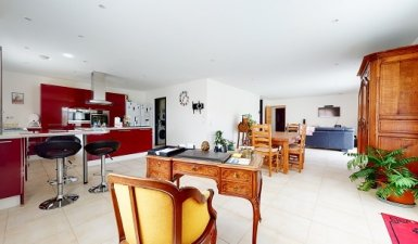 France Orleans -  3 BED +, 3 BATH VILLA