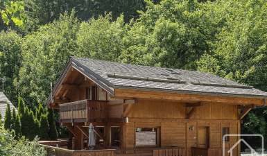 5 bedroom chalet with jacuzzi bordering the forest within walking distance of Grands Montets. Would