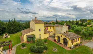Casciana Terme, a Tuscan farmhouse with a large park and swimming pool