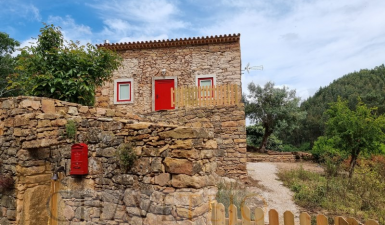 Three bedroom cottage recently renovated, for sale near to Tomar and Ferreira do Zêzere